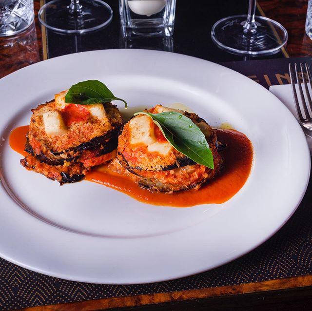 The Vegan Parmigiana with homemade vegan #mozzarella, fresh tomatoes and eggplants 🙏🏽🌱 a delicious and lovely dish created by our chef Gennaro Santoro and team #vegan . . #food #foodporn #restaurant #instafood #bestfood #lecker #enjoy #happy #hotel #holiday #trip #journey #altoadige #südtirol #meran #merano #ristorante #dinner #lunch #local #southtyrol #organic #italy #homemade #fattoamano #cucina #gourmet #pasta @love_merano @visitmerano @visitsouthtyrol @esposito8929 @sparanomattia