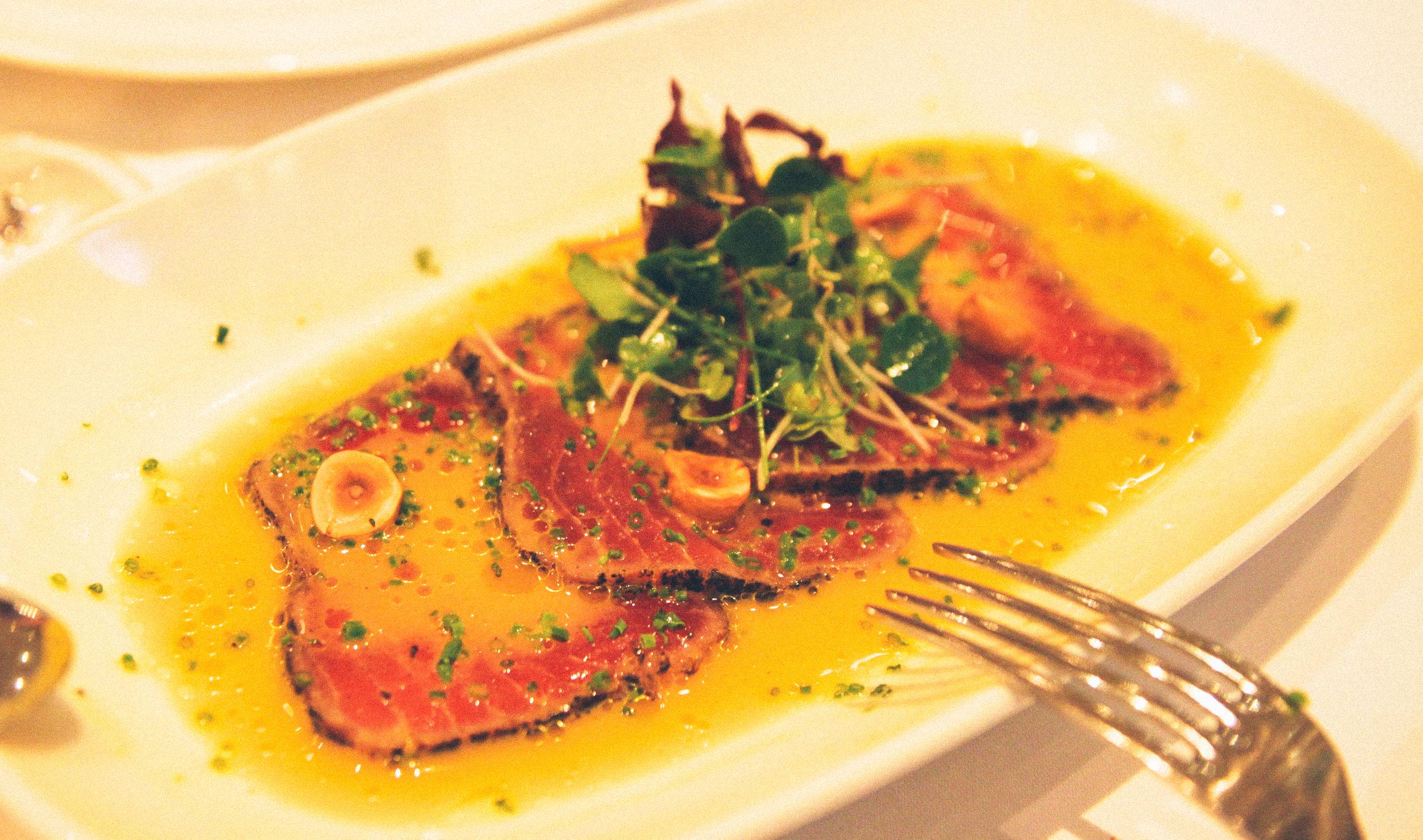 Carpaccio de thon (tuna carpaccio),  La Petite Maison .