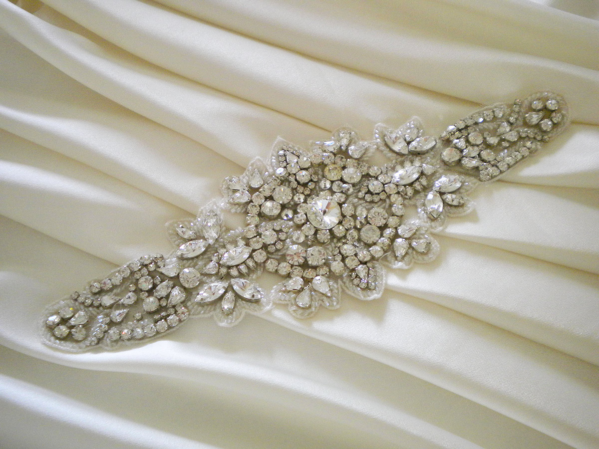 silk-brides-custom-made-couture-wedding-gowns-tulle-motive.jpg
