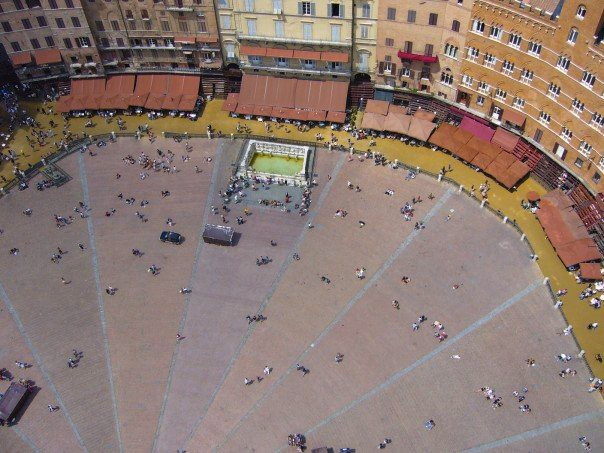 Piazza del Campo in Siena, Tuscany.© Eileen Hsieh