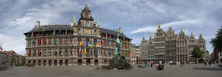 Grote Markt (market square) in Antwerp. (Photo: Maros M r a z / Wikipedia)