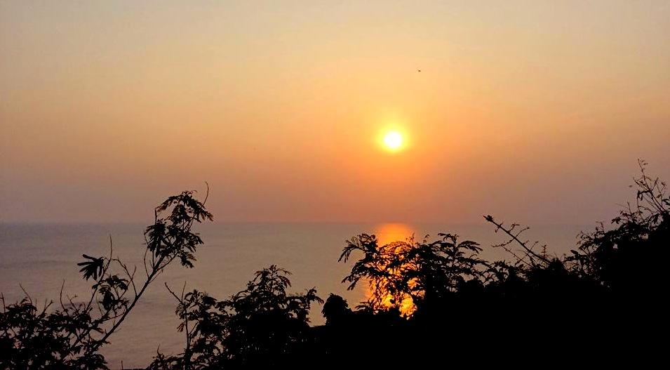 恆春半島美麗的夕陽,「關山夕照」。© 筱晴