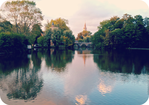 Minnewater is the perfect backdrop for a romantic stroll. © Eileen Hsieh
