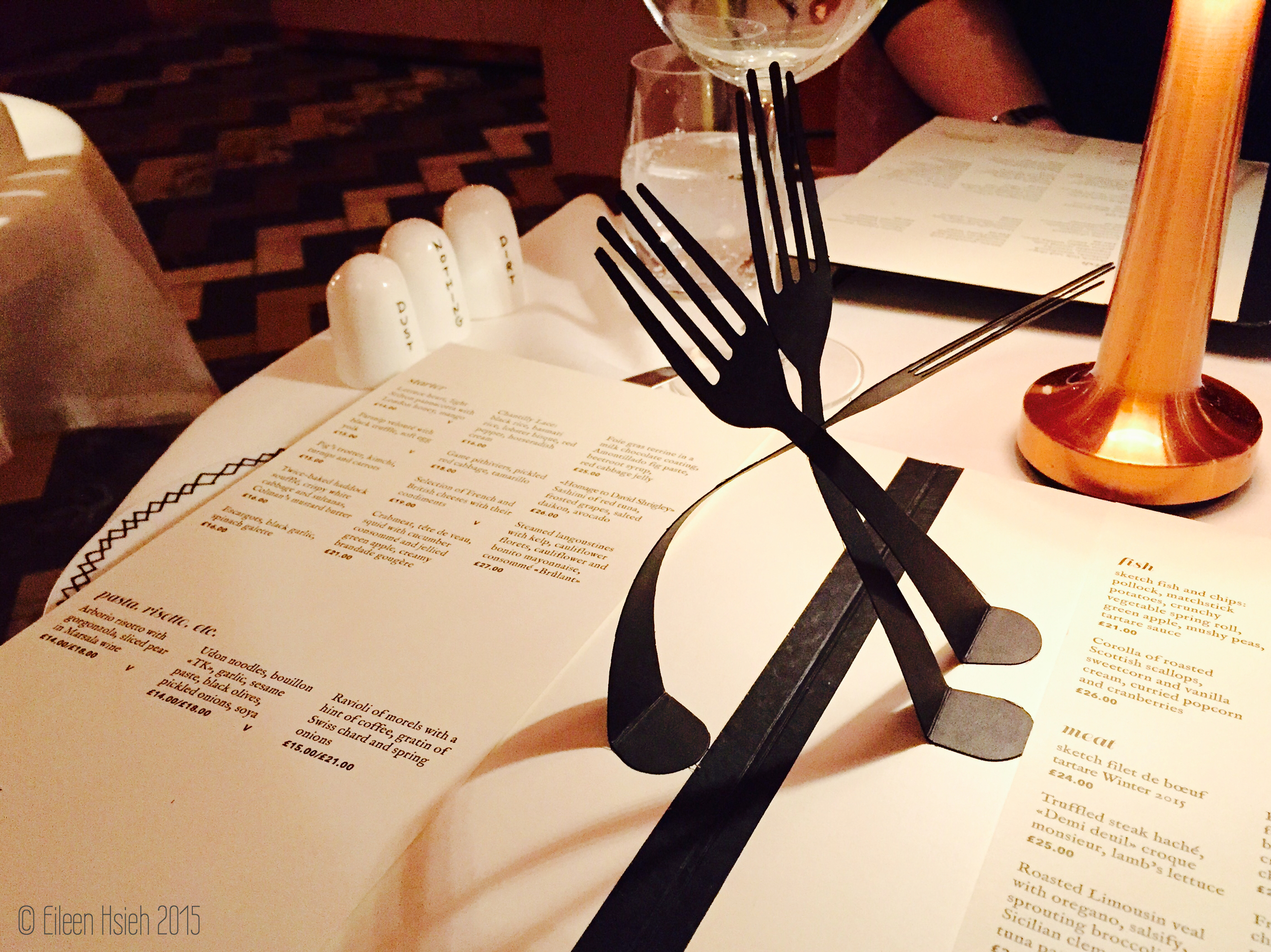 Paper forks are on the menu too. 菜單一打開就跳出來可愛的紙刀叉。    © Eileen Hsieh