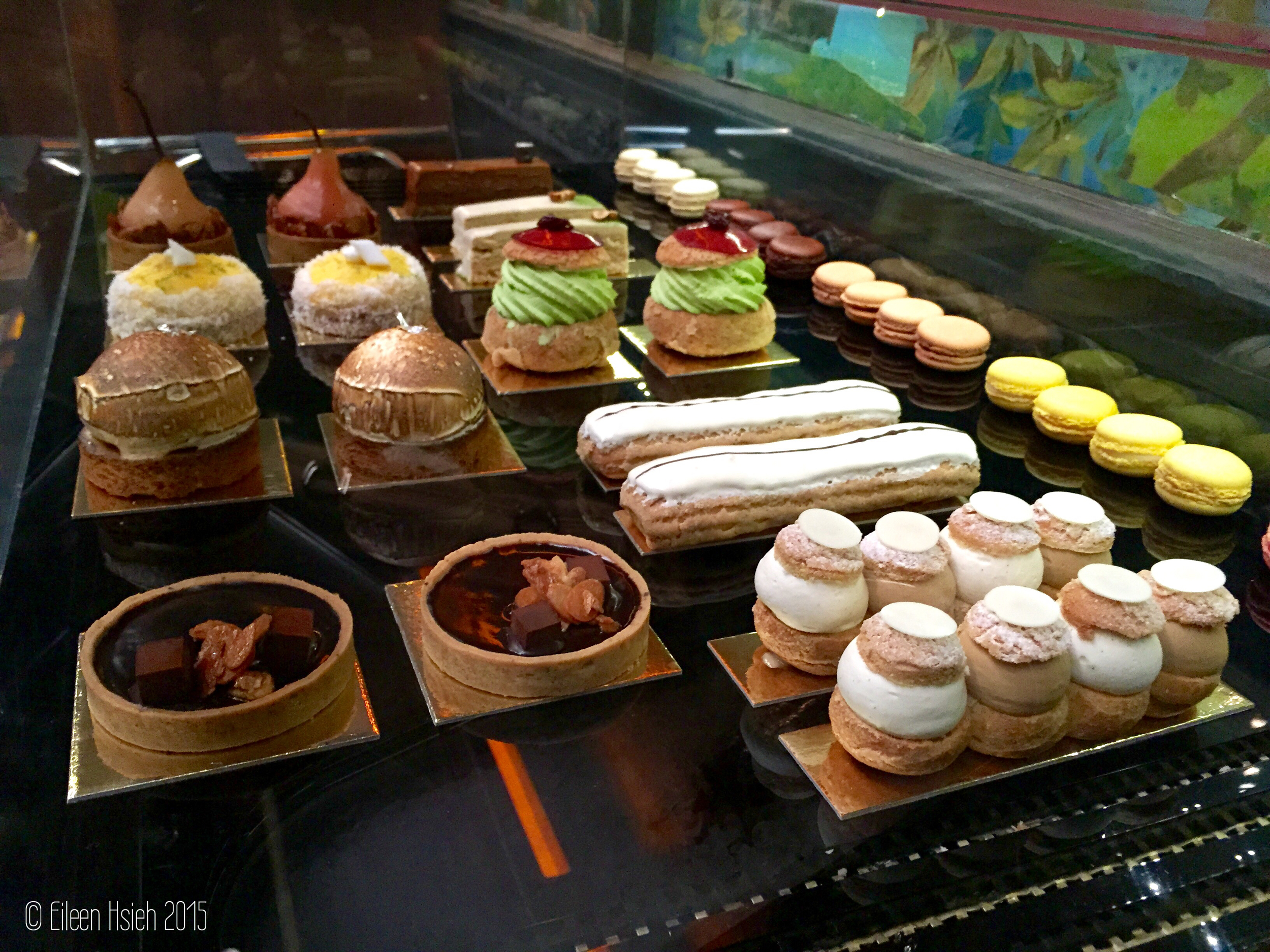 Tempting pastries at the Glade. 夢幻森林裡誘人的點心。 © Eileen Hsieh