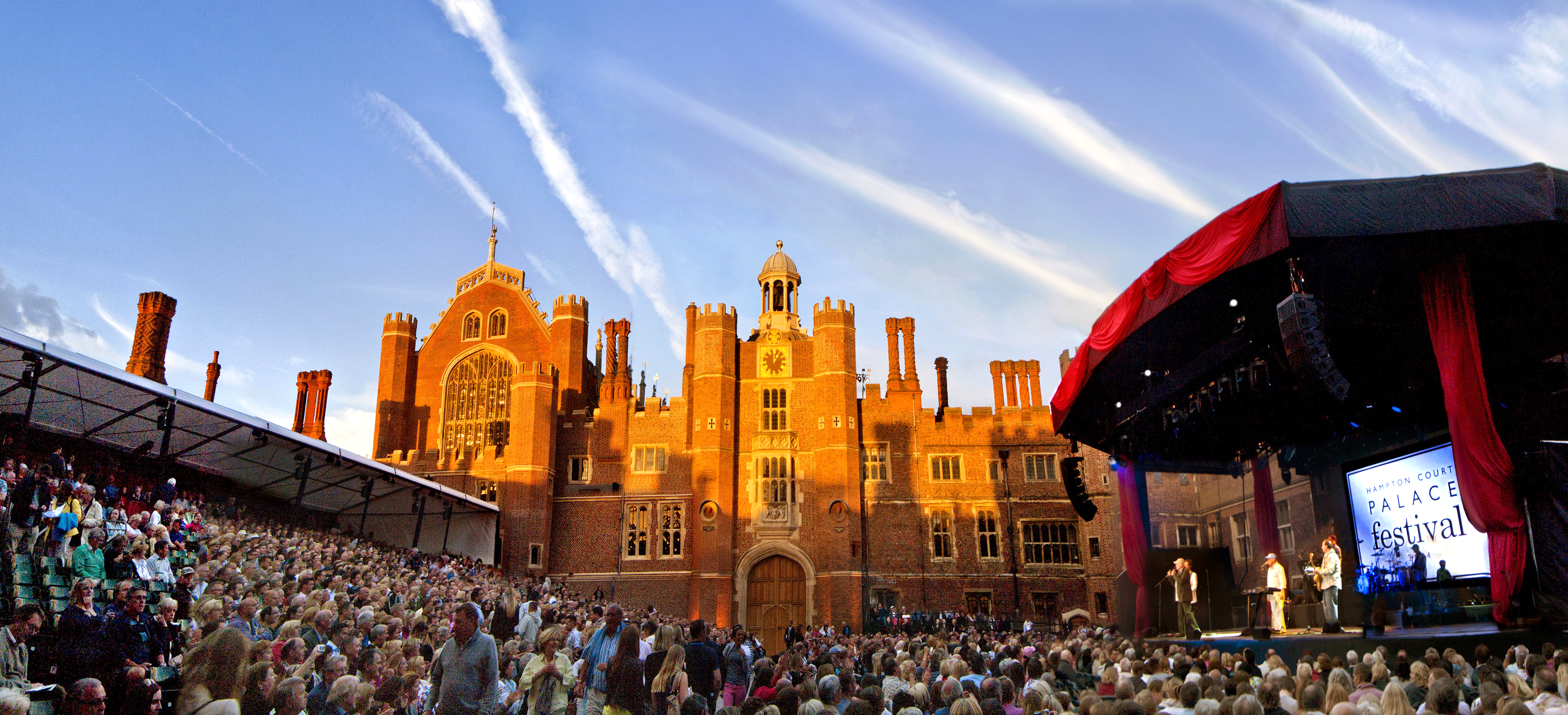Hampton Court PalaceFestival presents themost stunning backdrop. 漢普頓宮音樂節出色的背景。© Hampton Court Palace
