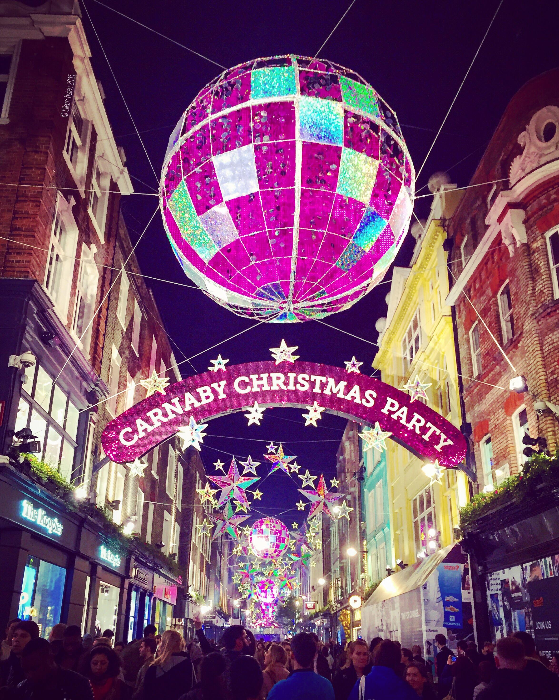 Carnaby Street 盛大的街頭派對吸引了不少民眾與遊客來共襄盛舉。