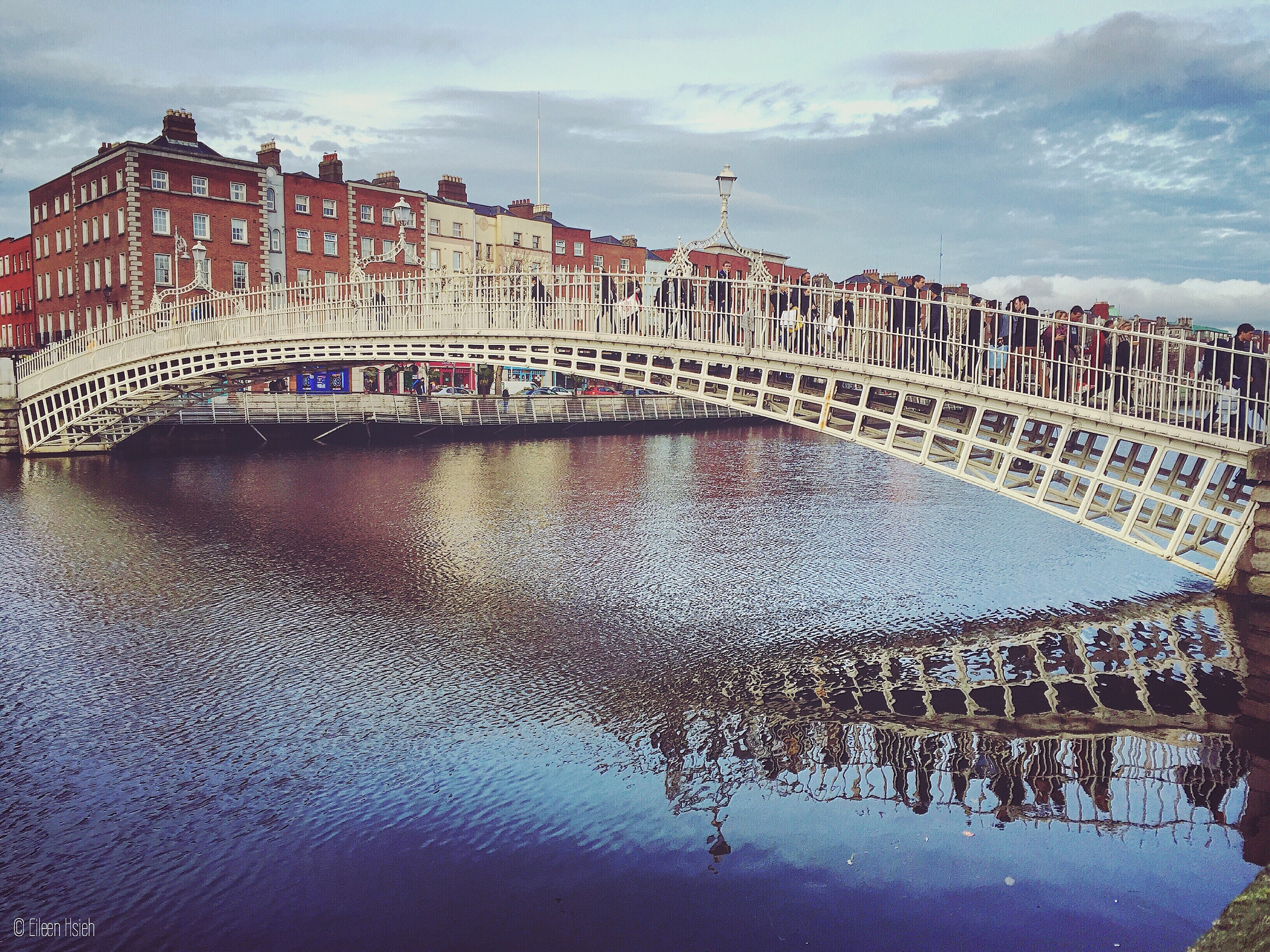 The cast iron Ha'penny Bridge stretches elegantly over the River Liffey in Dublin. Built in 1816, this bridge is nicknamed after the halfpenny toll it once extracted from anyone crossing it.