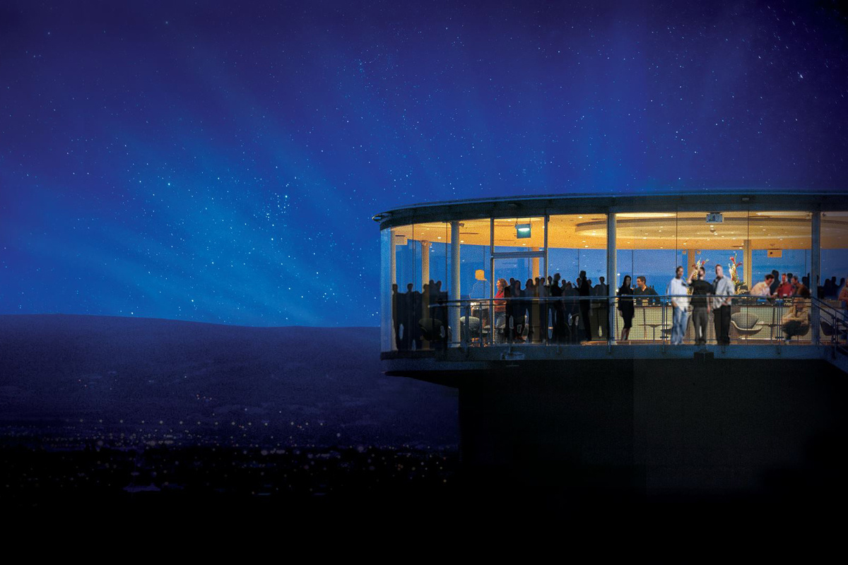 Fresh-tasting Guinness is not the only thing the Gravity Bar is famous for.(Image: Conde Nast Traveler)