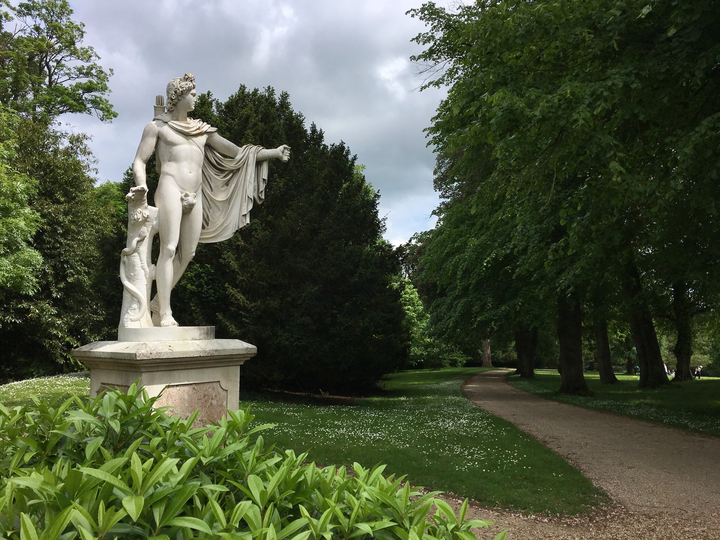 UK Waddesdon Manor lush garden statue National Trust French Chateau Rothschild Buckinghamshire garden chateau Eileen Hsieh Follow That Bug .jpg