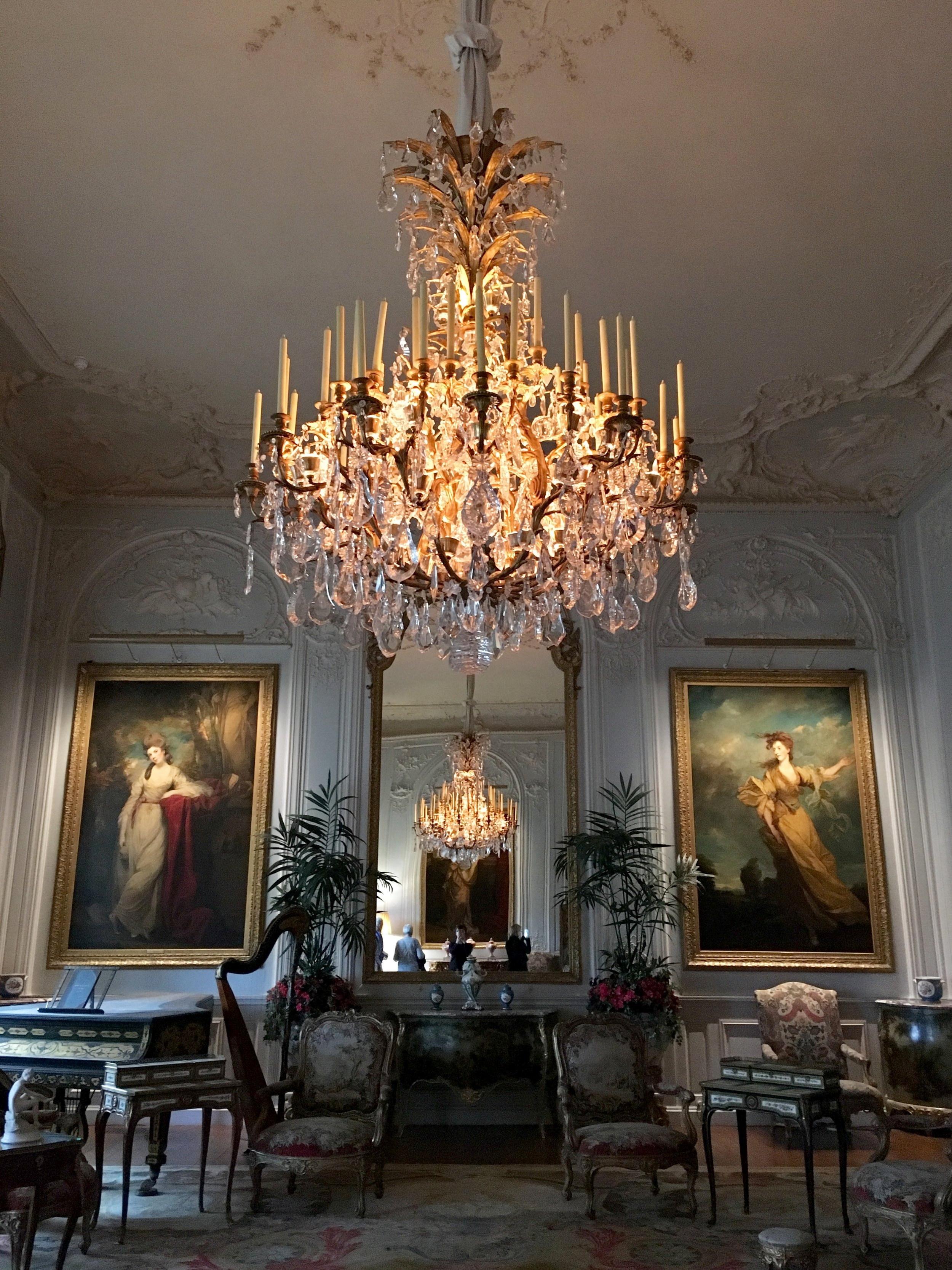 Baron Rothschild had great love for portraits of beautiful women, as well as chandeliers. © Eileen Hsieh / Follow That Bug