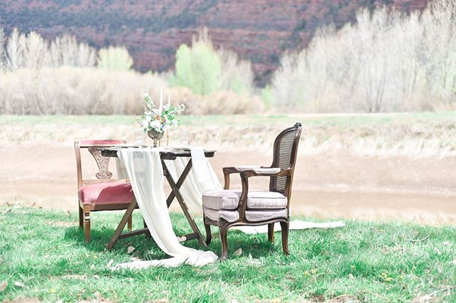 Springtime romance at @riverbendranchdurango for the @thesouthwestweddingbazaar a couple weeks ago. Captured beautifully by @harounandsmith | Victorian chairs from @violetmaevintage | Florals @linnaea_design | Table settings @_dirtydishes . #springtime #romance #elopement #springelopement #tablescape #tablefortwo #sweethearttable #springwedding #vintagewedding #vintagestyle