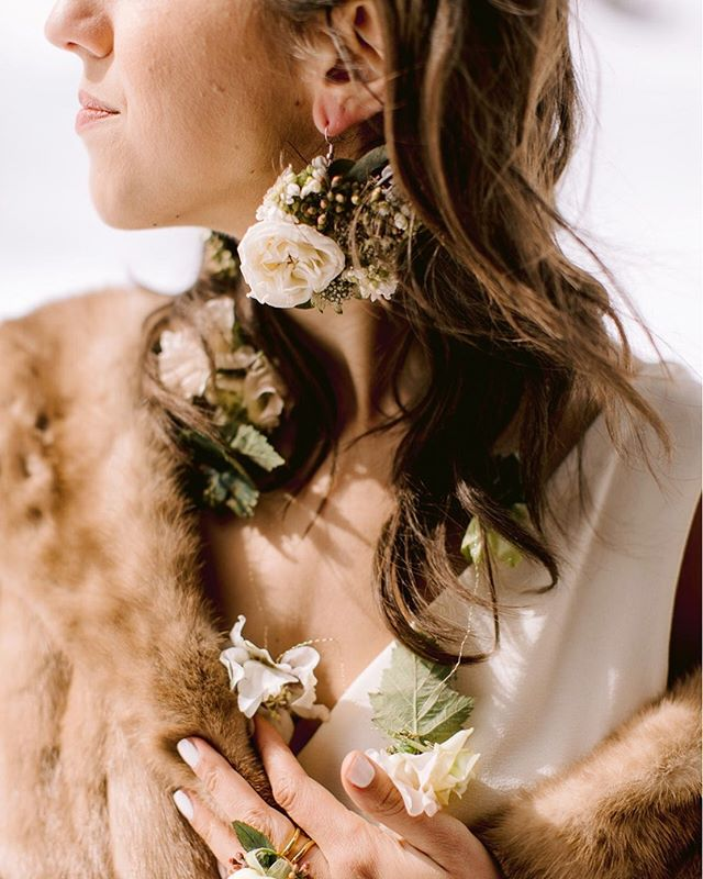 Because you could still use some fur (vintage/second hand) up in the mountains! And because flora wearables are a new favorite! . Early June brides getting married in the mountains - be sure to have some warm cover up with you! . Photography @levitijerina | Florals @linnaea_design | HMAU @reignhairsalon | Dress @nicolemillernyc | Vintage fur from Durango Antique Market | Model @vickayg . #mountainbride #mountainelopement #elopement #durangoelopement #tellurideelopement #elope #mountainwedding #weddingdesigner #weddingplanner #weddingstylist #elopementwedding #elopements #floraldesign #wearableflorals #floralwearables #floralcouture #couture #nicolemillerbridal