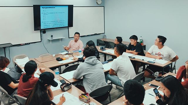 The final math/science cram session before the September test, led by ACT expert Hojung Cha. D-6 days. 💪🏼🙏🏻👍🏼 #modusCypress #studynowplaylater #인기강사