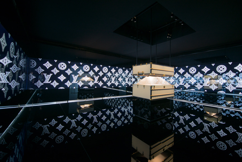 Louis-Vuitton-Shanghai-magic-room.jpg