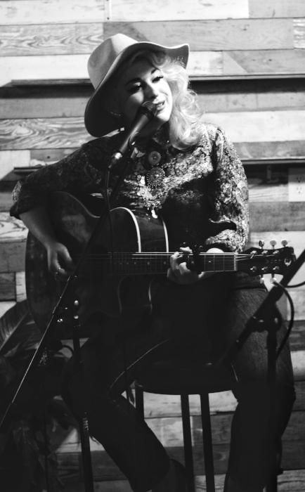 Singer/Songwriter Lillie Syracuse