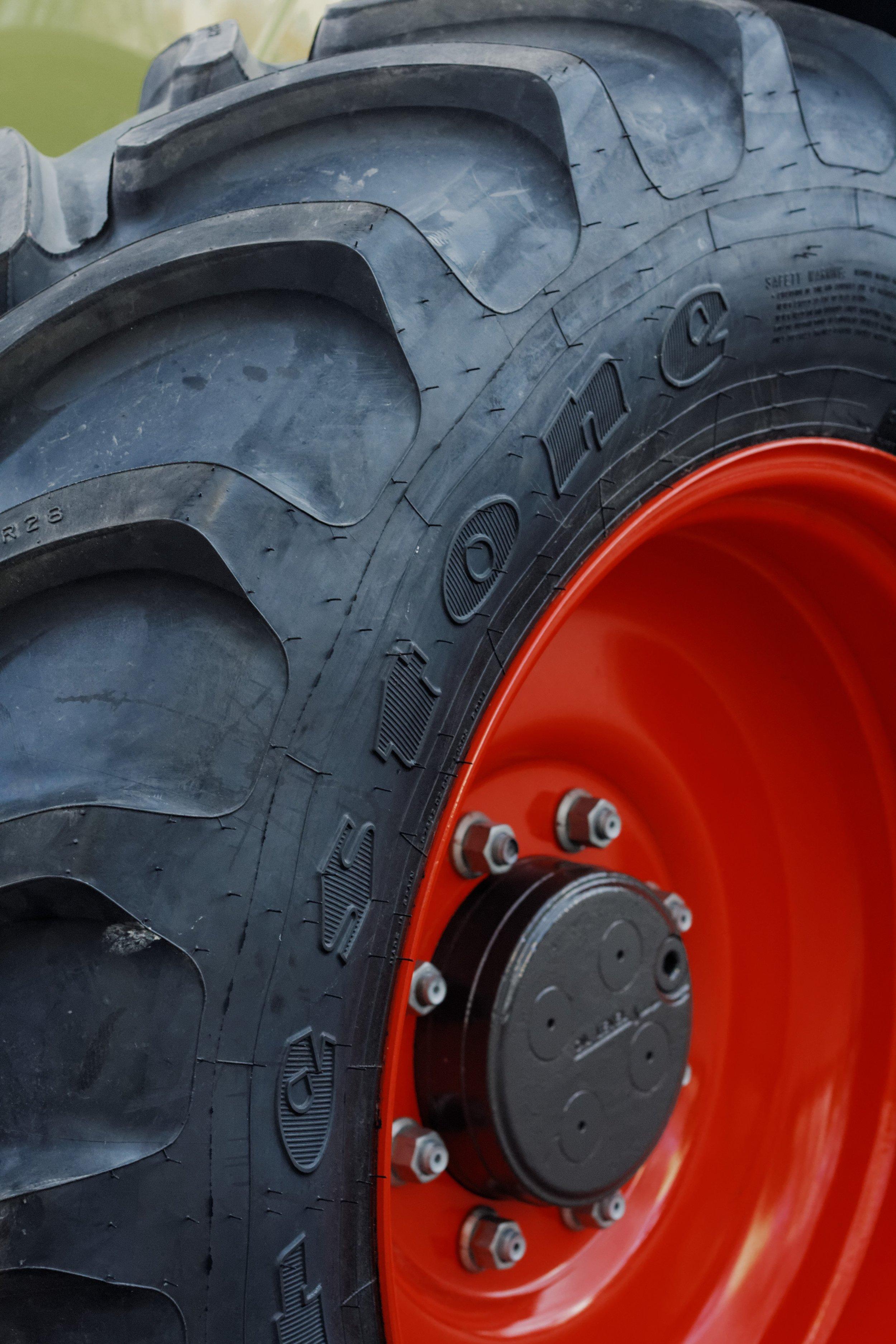 tractor_tire_rubber_machine.jpg