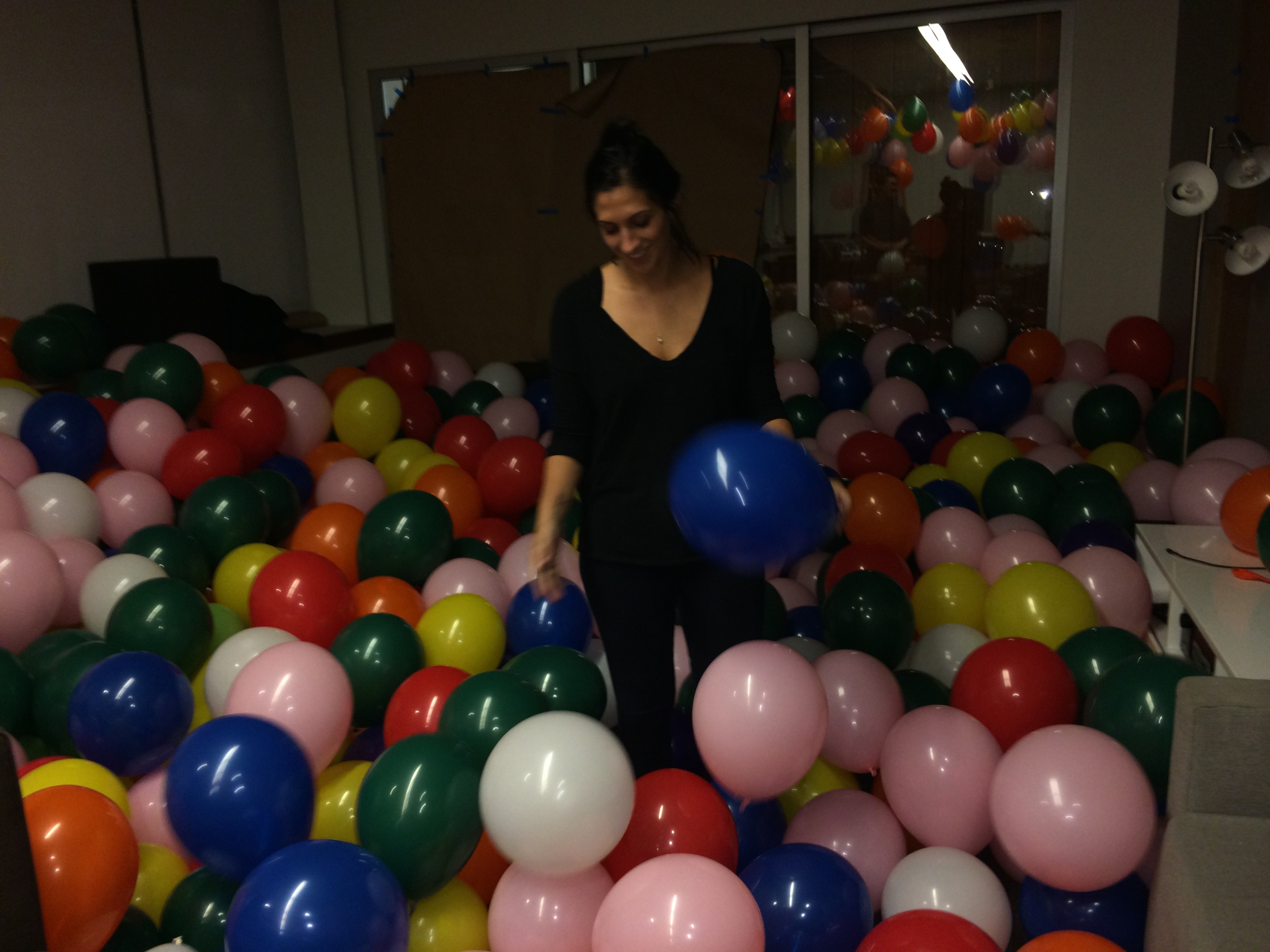 Filling the 72u room with 3000 balloons. Day 1.