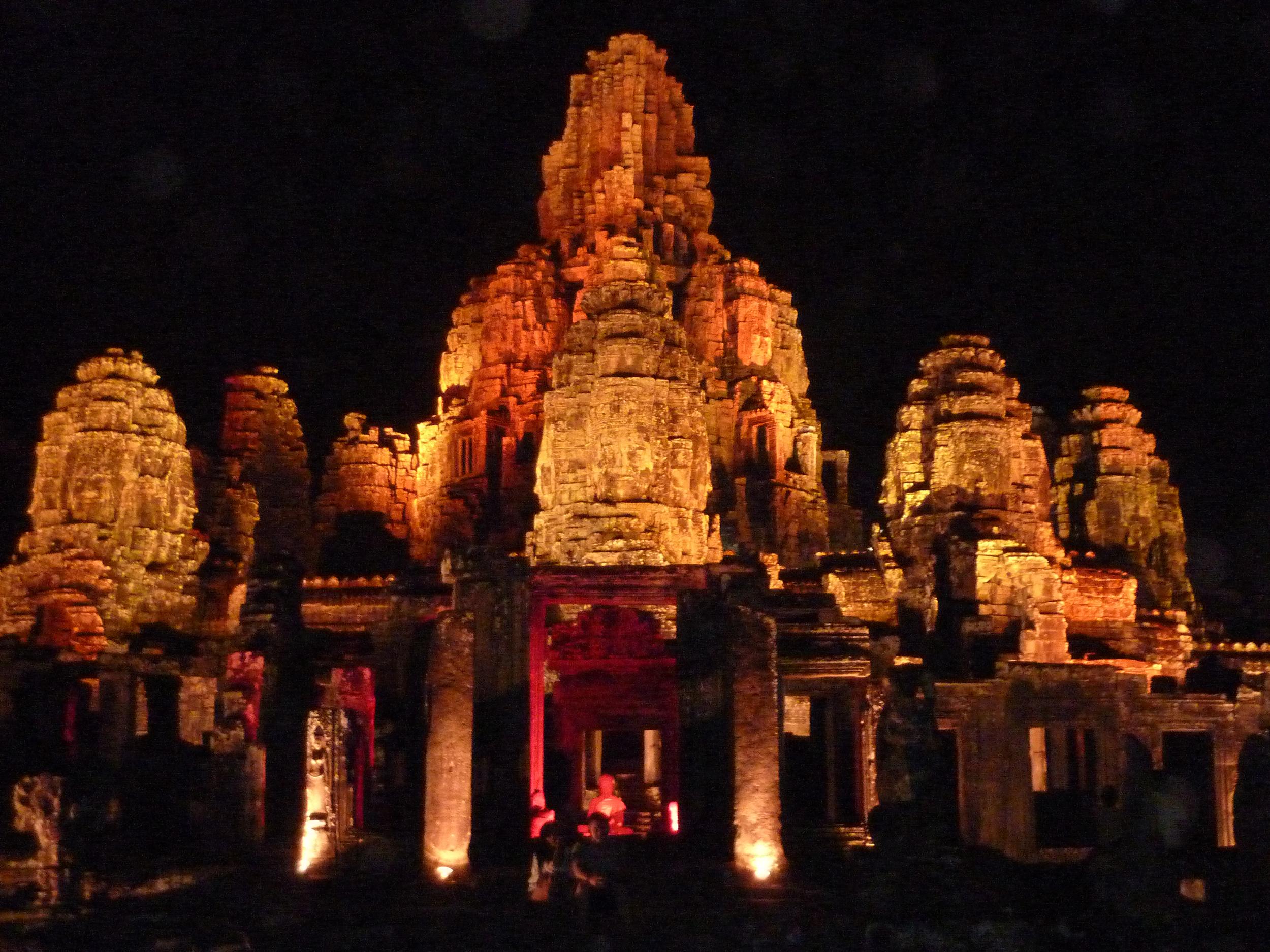 Bayon Temple at night