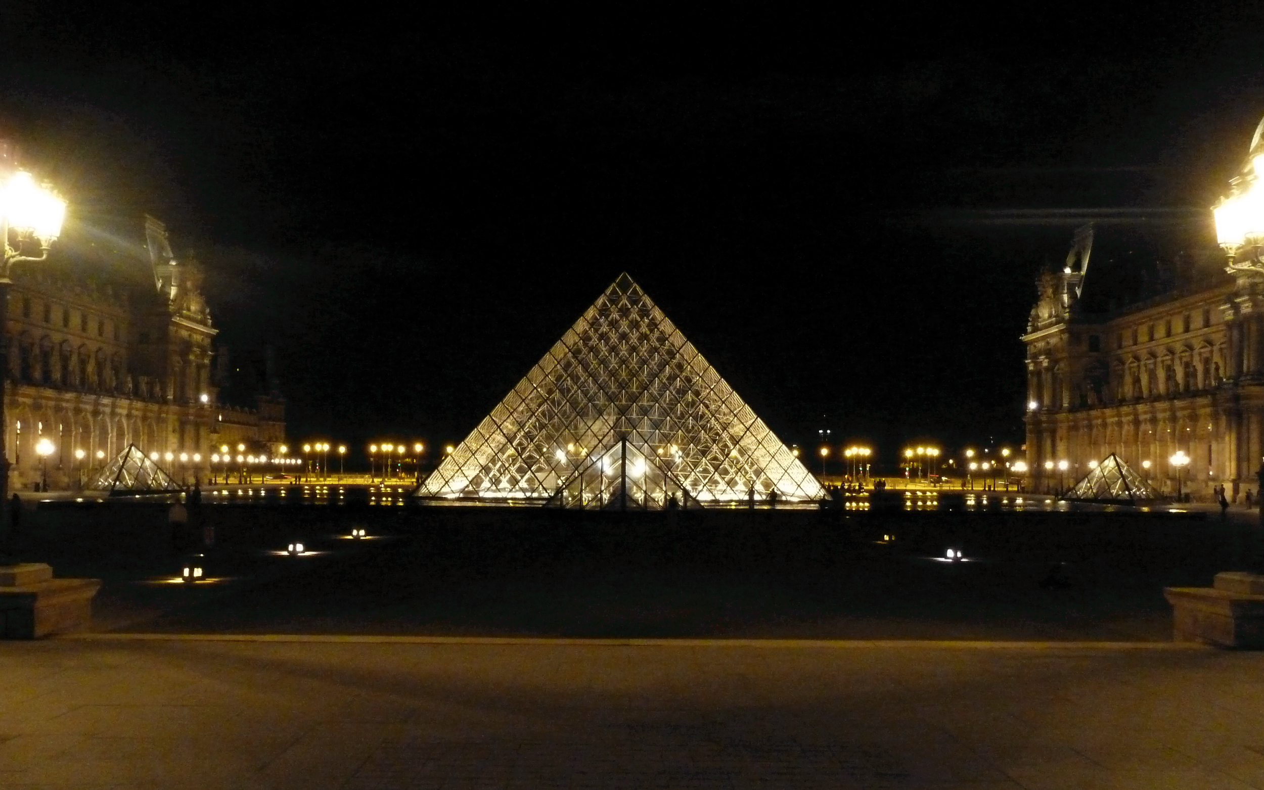 Louvre Night 2.png