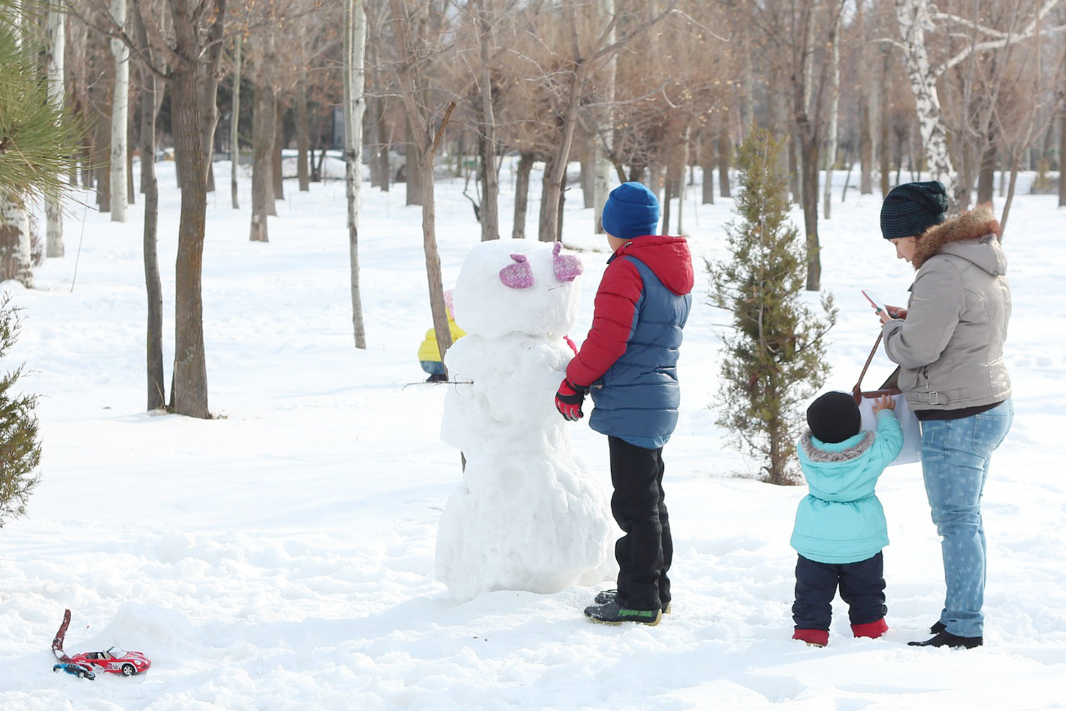 Enjoy a cheerfully chilly day outdoors with family and friends with these tips about enjoyable winter time activities.