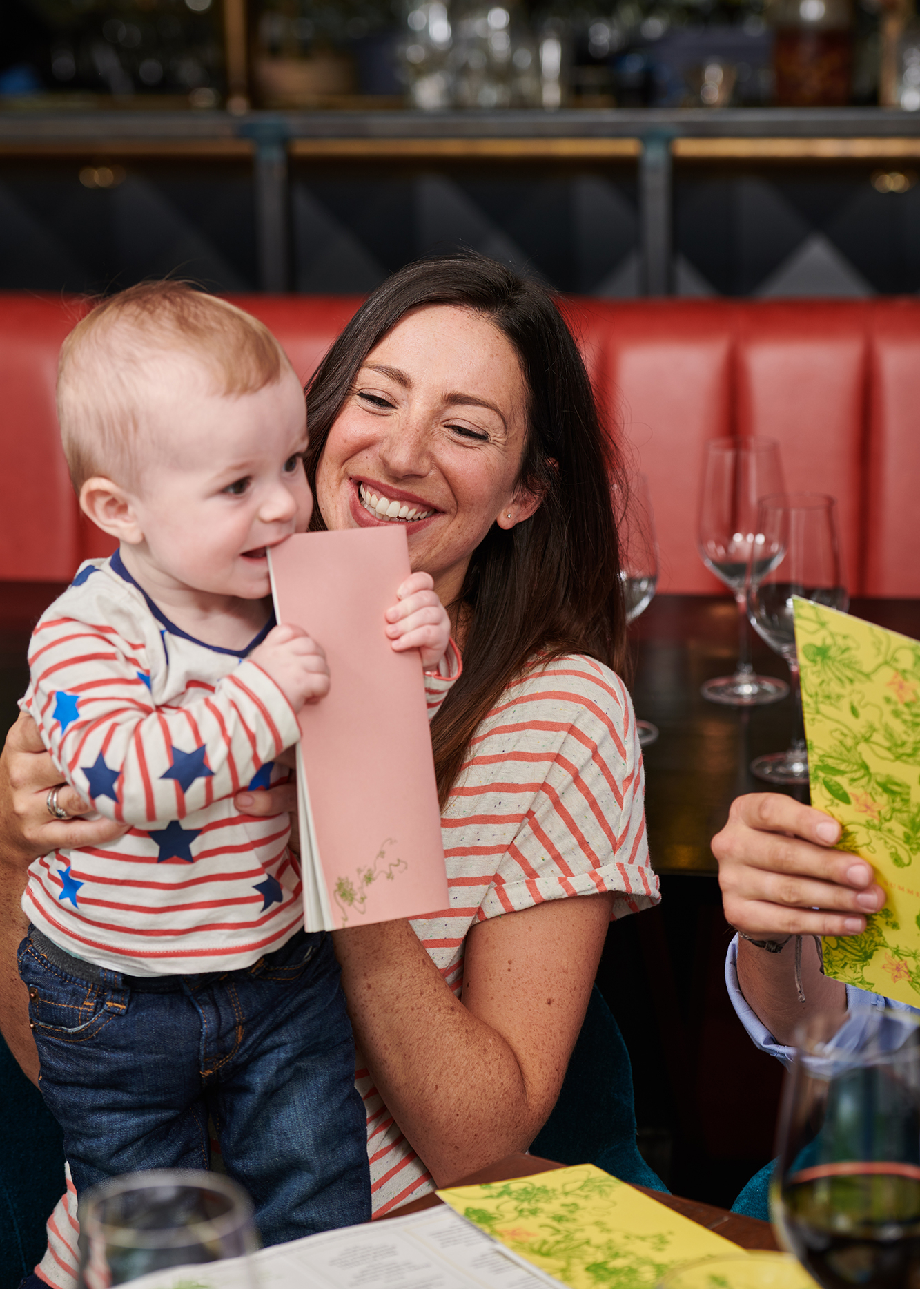 lifestyle photography of a woman and baby in a restaurant