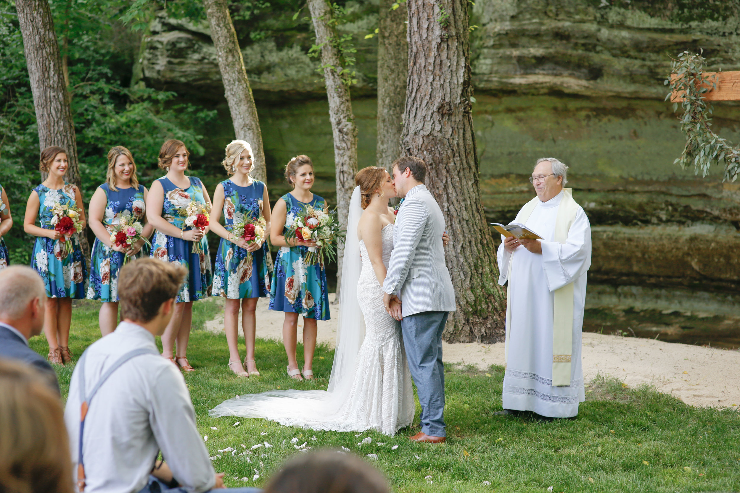 style altard st louis mo wedding first kiss