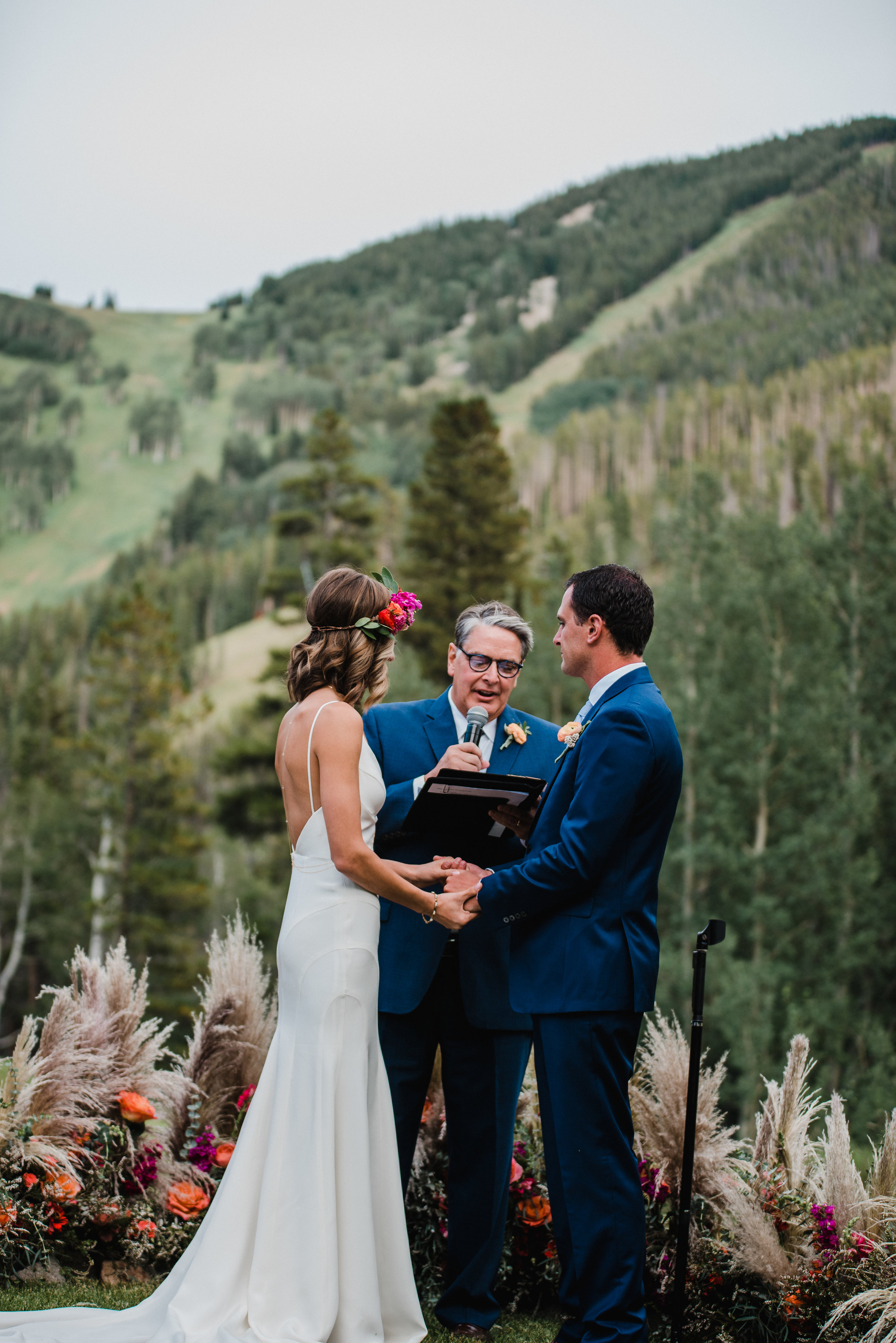 Flowers by Lace and Lilies, ceremony flower circle, beaver creek mountain wedding, pompous grass