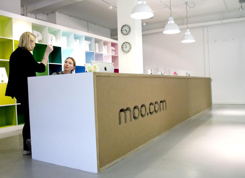 moocom11.jpg