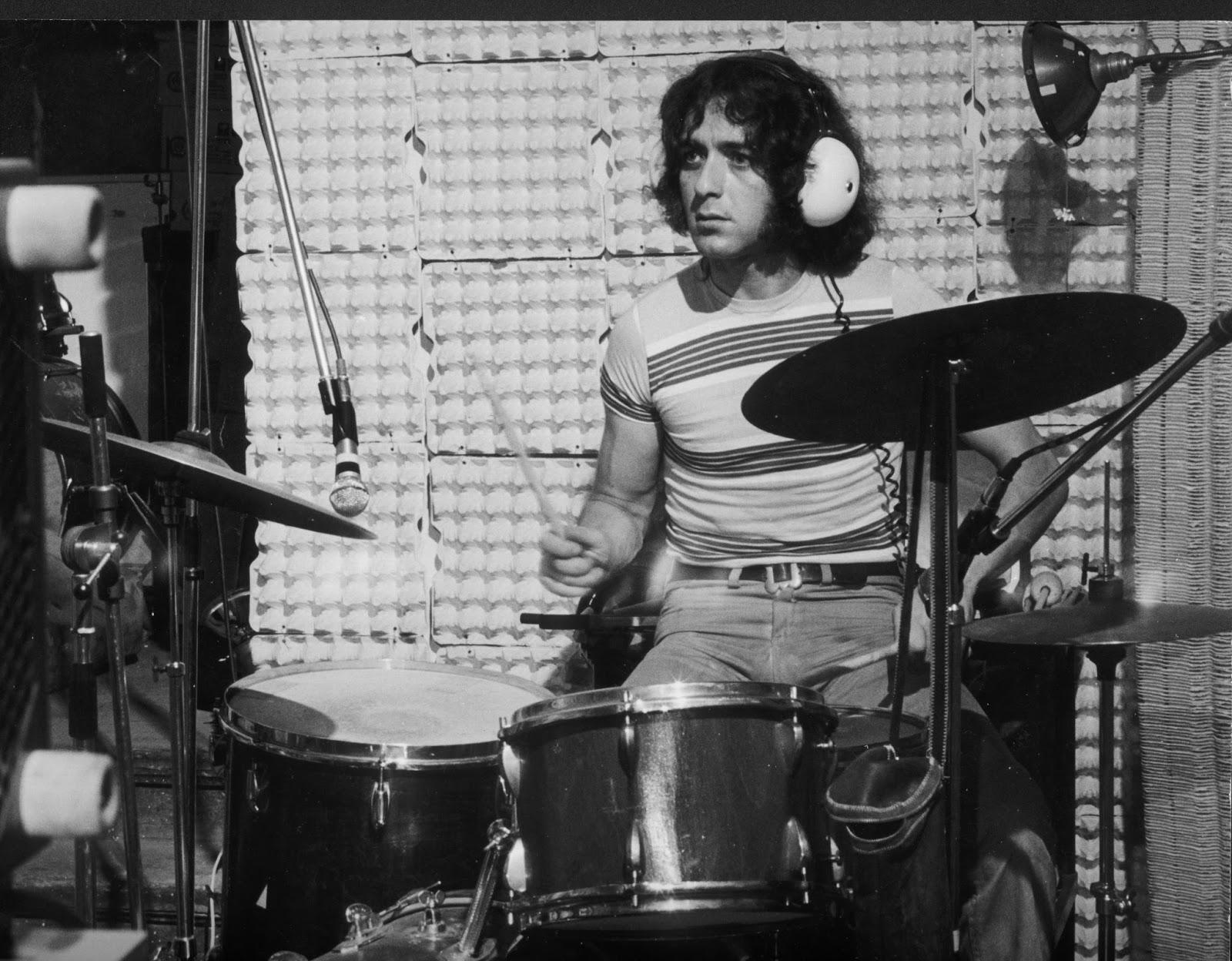 Half man, half machine - drummer JakiLiebezeit