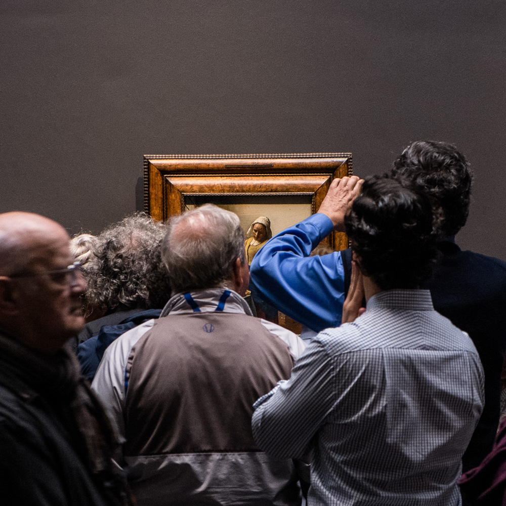 Crowd for Vermeer's 'The Milk Maid'