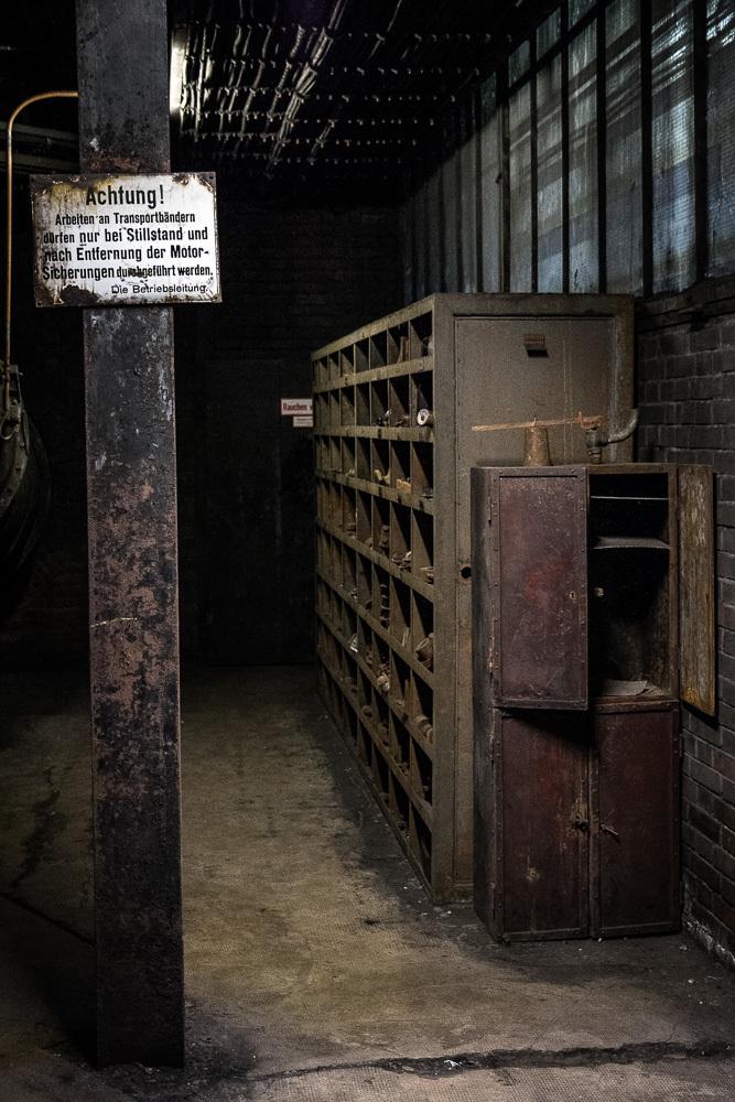 Coal mine storage shelves