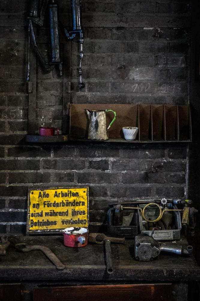 Coal mine maintenance workbench