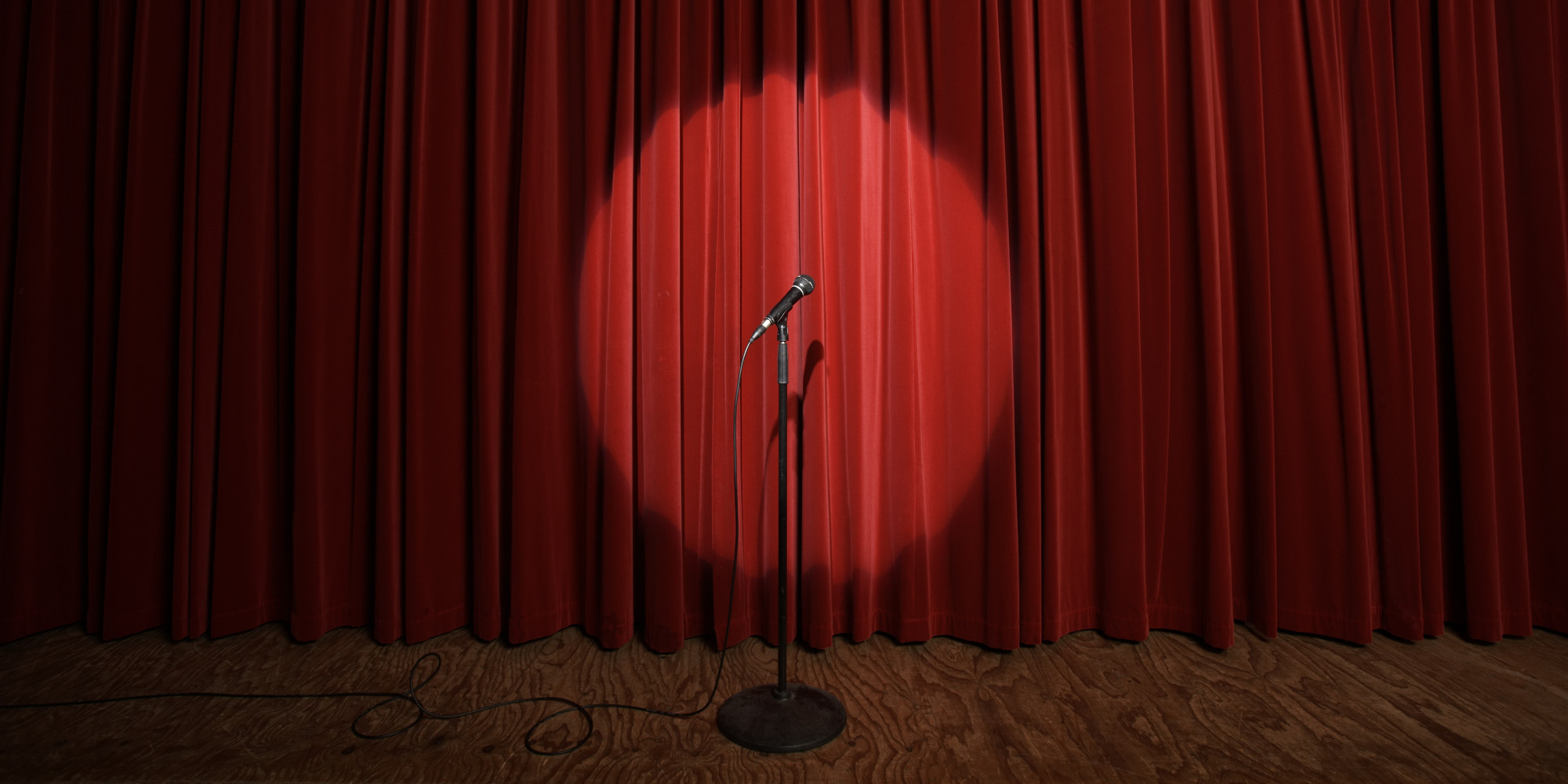 635964424989593960-1907228886_o-stage-microphone-facebook.jpg