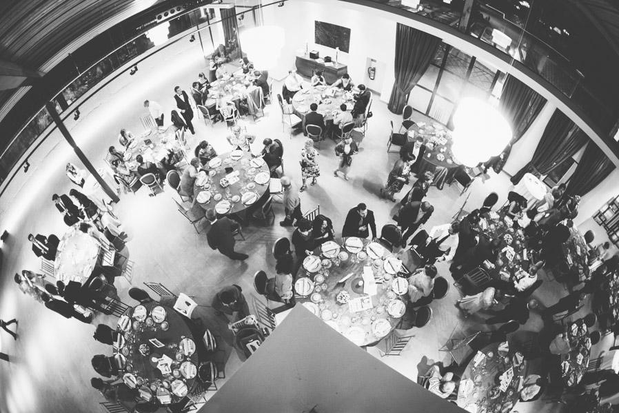 Los espacios con varias alturas permiten que mientras los invitados cenan, nosotros podamos hacer fotos generales sin molestar a nadie.