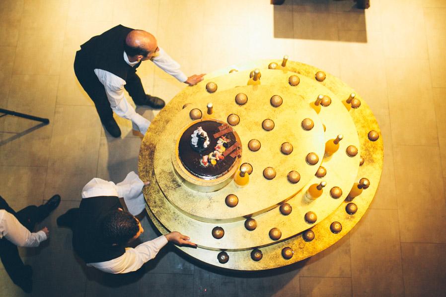 Grande, gigante y dorada era la tarta.