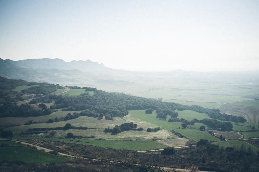 Estas son las vistas que tiene una aldea llamada Cellorigo. Está situada arriba de un peñasco y al parecer en sus tiempos hubo un castillo y una gran batalla, pero ahora es tan diminuta que no tenía ningún sitio para tomar café.
