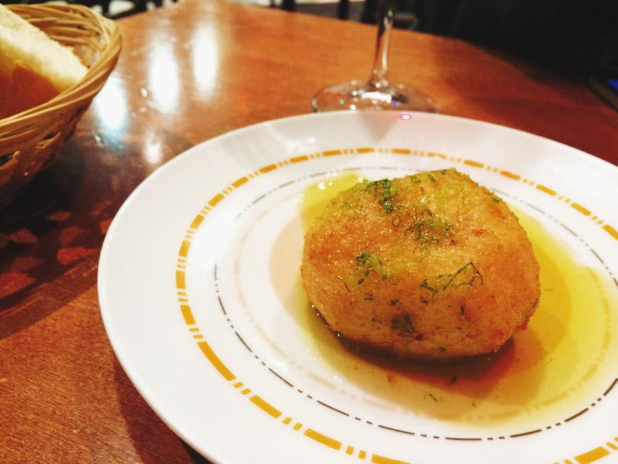 Bola de patata del Txomin Barullo, de las cosas más ricas que hemos probado nunca.