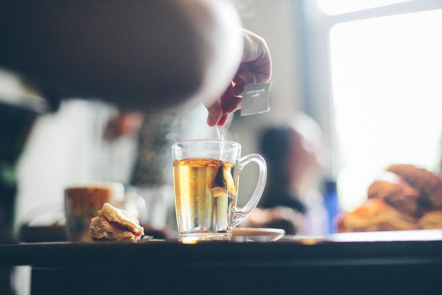 En casa de Lonneke había más té que café.