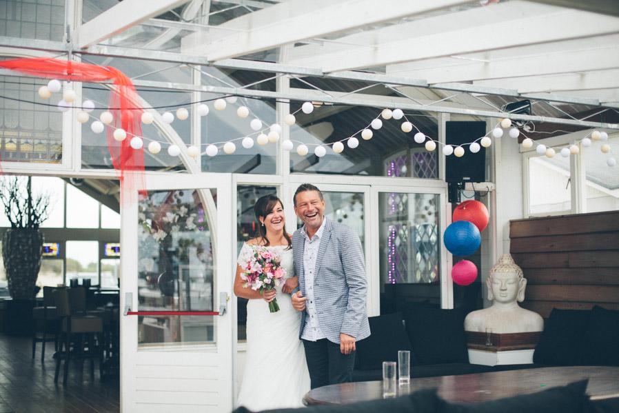 La entrada de la novia, simple y bonita.