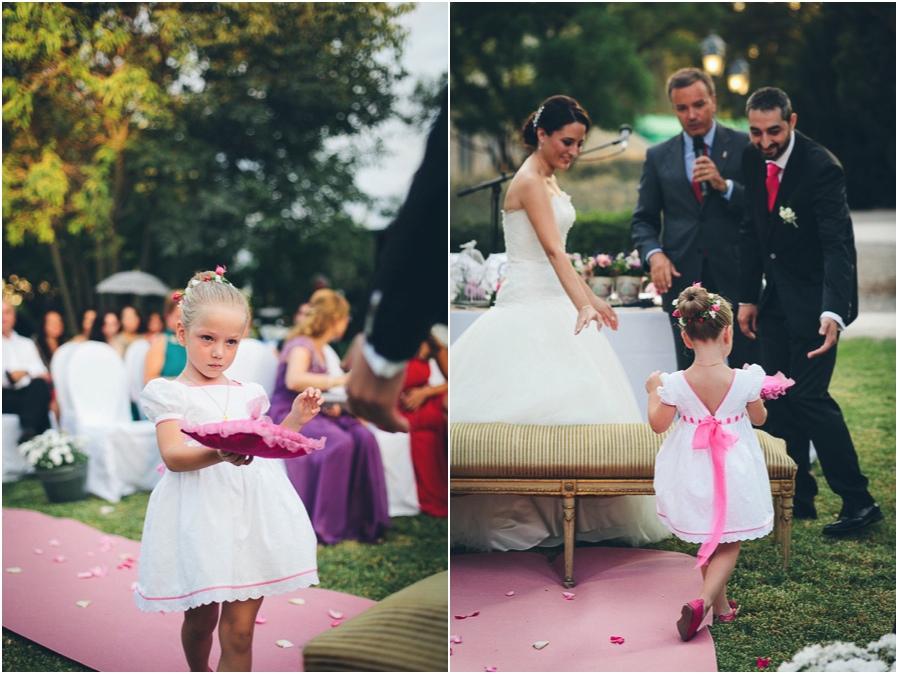 La niña que llevaba los anillos, no podía ser más elegante.