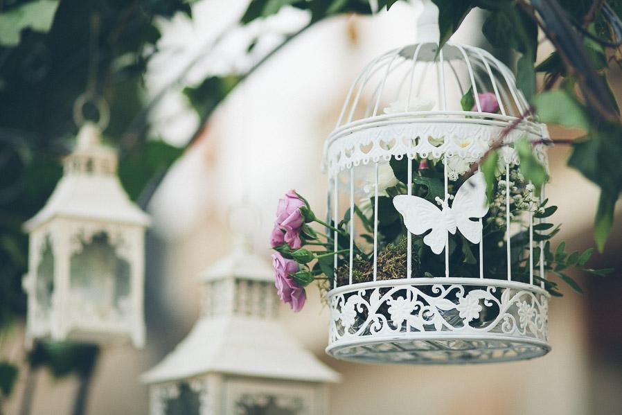 Lo cierto es que las jaulitas antiguas con flores son preciosas.