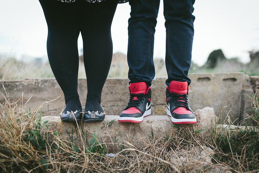 Las zapatillas de Jose, y los zapatos con pinchos de Jelen.