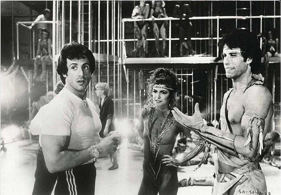 50-Sylvester-Stallone-avec-john-travolta-et-finola-hughes-film-staying-alive-1983.jpg