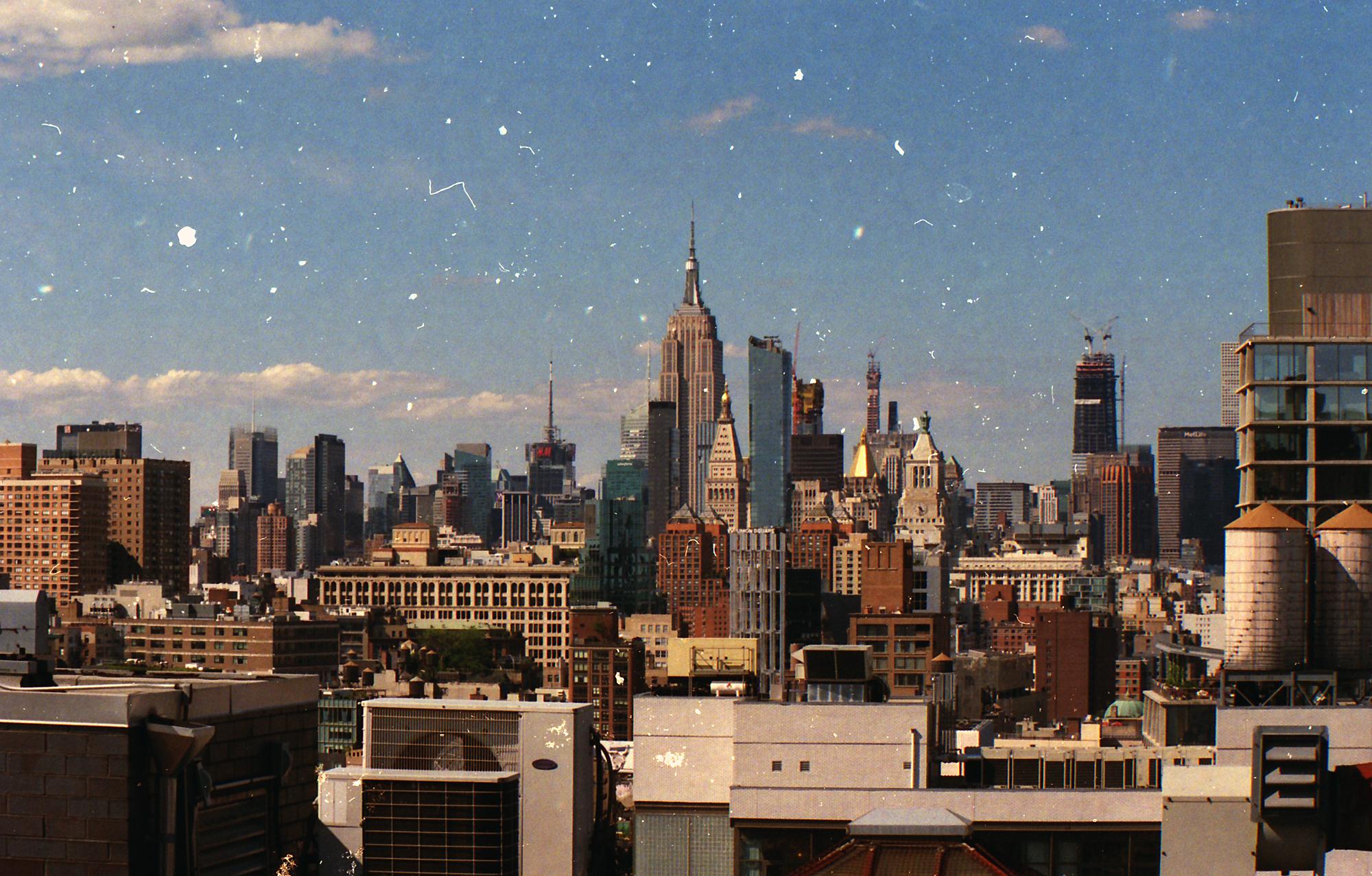 Empire State Building, New-York. Minolta XG-1, Vivitar 80-200mm, Kodak Portra 800