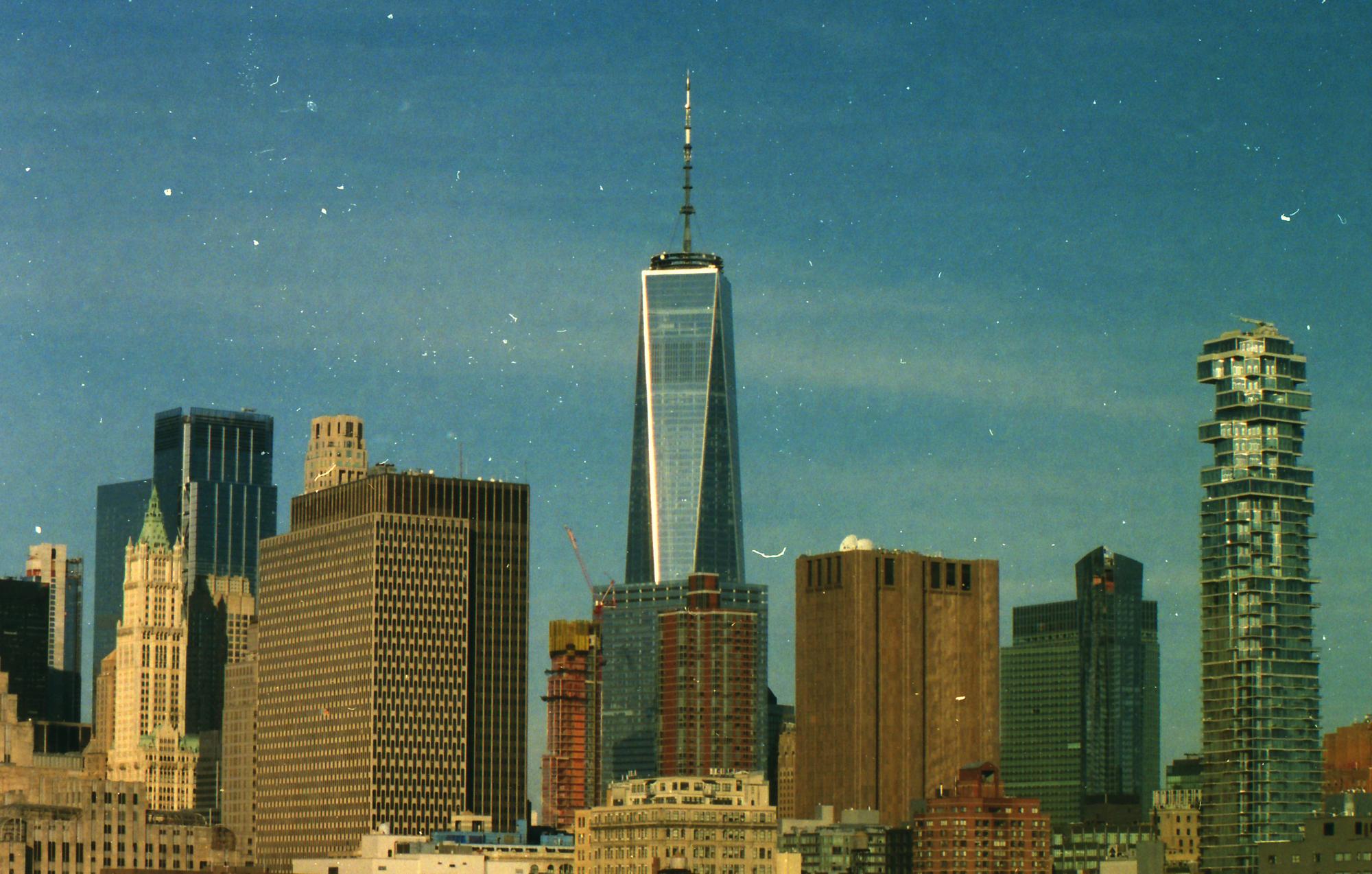 One World Trade Center, New-York. Minolta XG-1, Vivitar 80-200mm, Kodak Portra 800