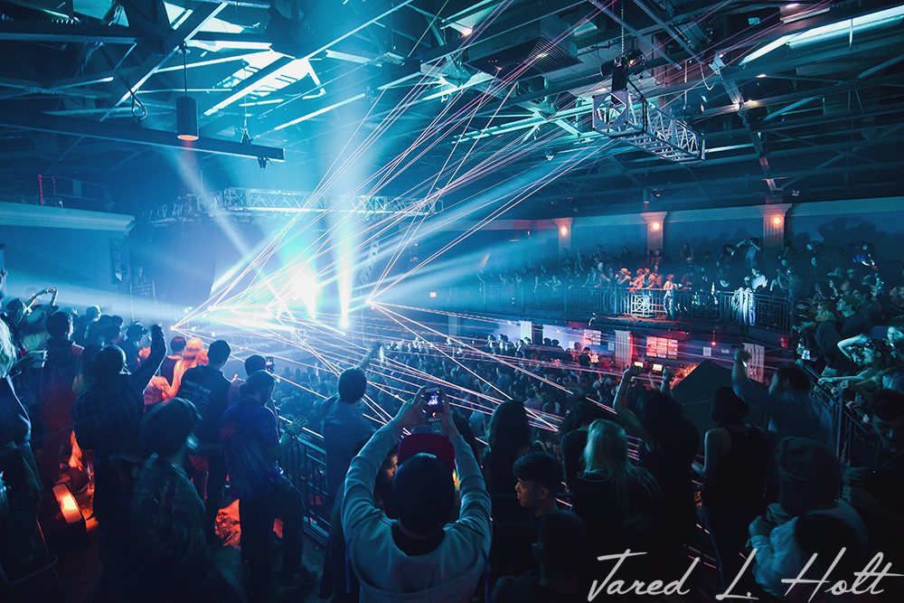 Nightclub 9:30 welcomes fans and lasers during The Floozie's Feb. 27 performance.
