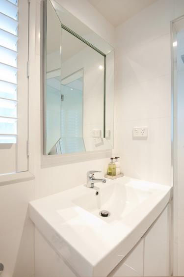 B2_Bathroom_7.jpg