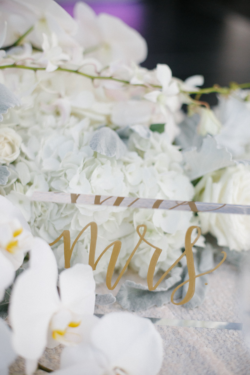chicago_wedding_white_gold_calligraphy_mrs_lucite.jpg
