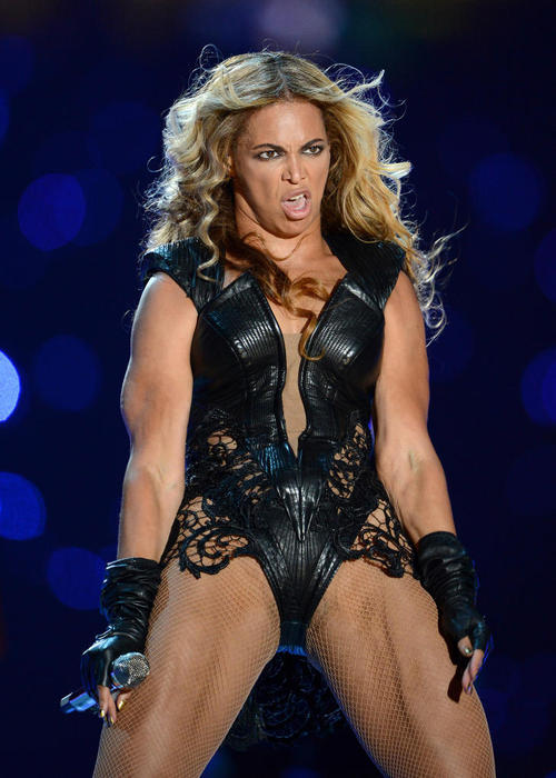 Beyonce not looking so good... this is why photographers ditch shots!